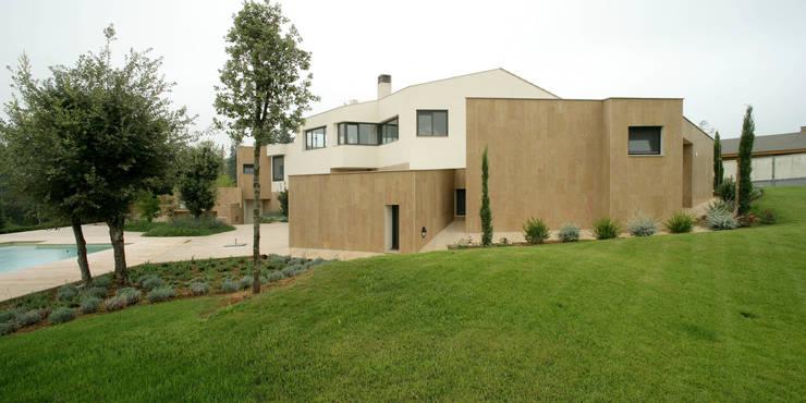 Casa promenade – vivienda unifamiliar en Caselles: Casas de estilo  de Miàs Architects
