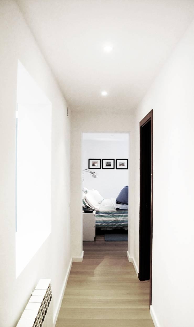 Habitación Suite: Casas de estilo  de LaBoqueria Taller d'Arquitectura i Disseny Industrial