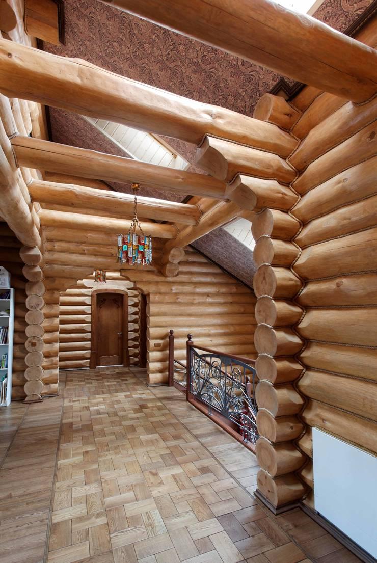 Дом в деревне: Коридор и прихожая в . Автор – Хандсвел