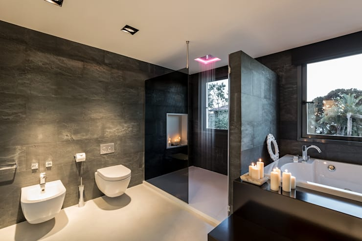 Bathroom by Laura Yerpes Estudio de Interiorismo