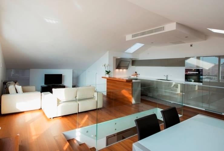 Salon de style de style Moderne par ARCHITETTO ALESSANDRO PASSARDI