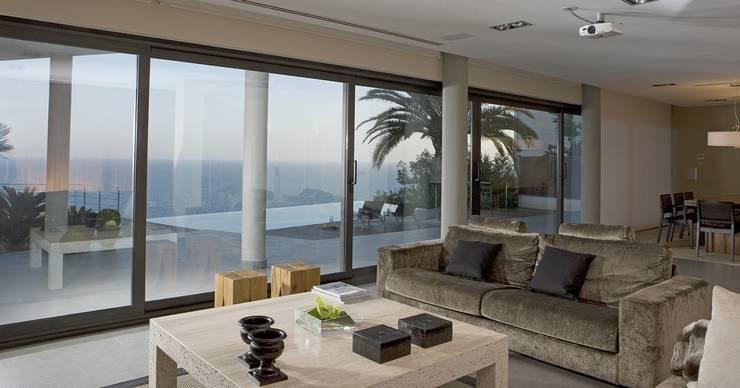 Living room by Laura Yerpes Estudio de Interiorismo