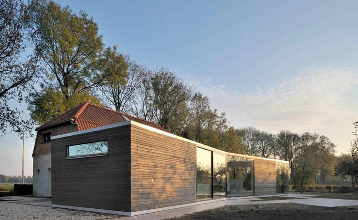 Woonboerderij Acht 5: minimalistische Huizen door RESET ARCHITECTURE