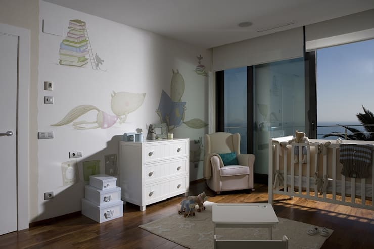 Nursery/kid's room by Laura Yerpes Estudio de Interiorismo