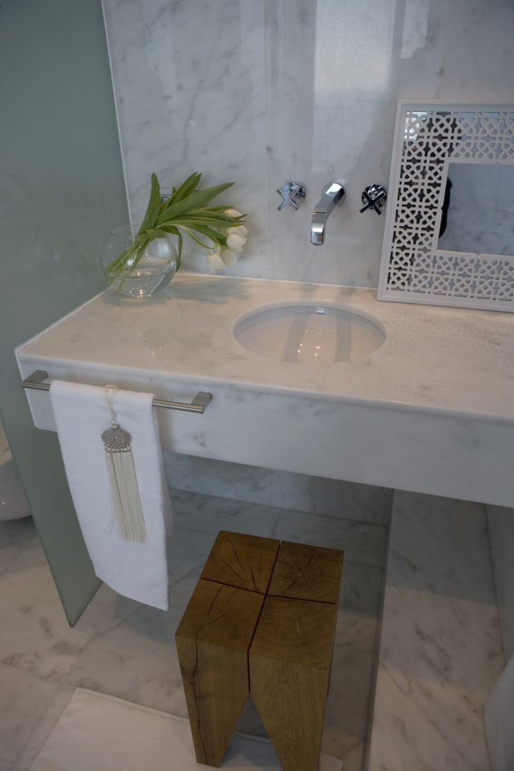 Toques muy personales en este baño: Baños de estilo  de Laura Yerpes Estudio de Interiorismo