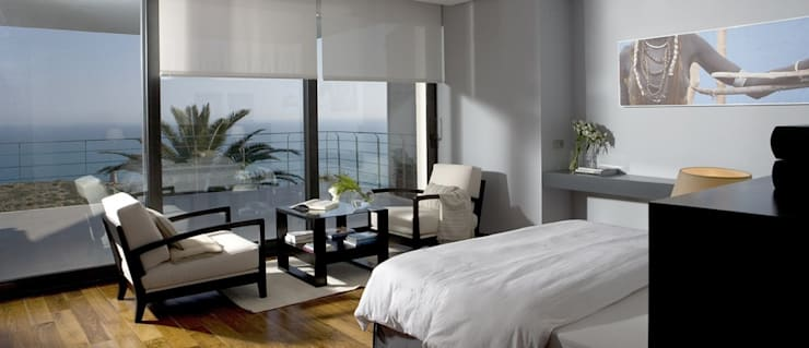 Despertares de lujo en este dormitorio: Dormitorios de estilo  de Laura Yerpes Estudio de Interiorismo