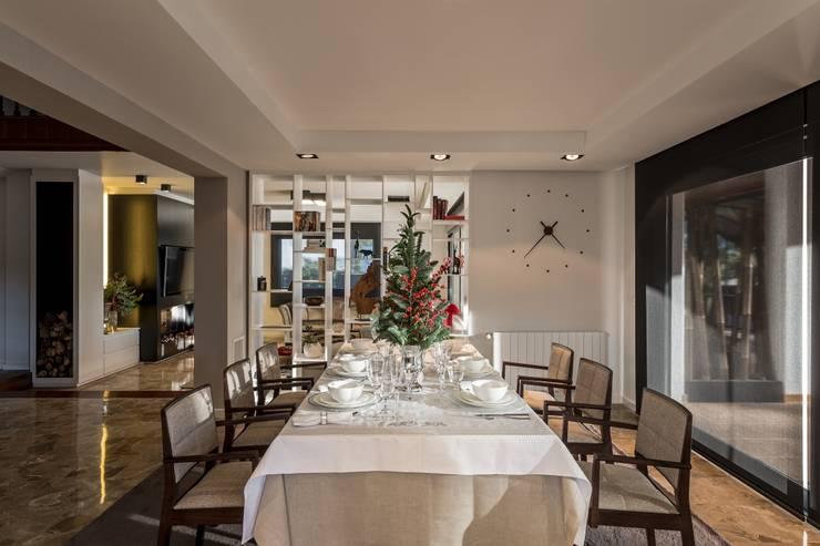 Comedor de estilo  por Laura Yerpes Estudio de Interiorismo