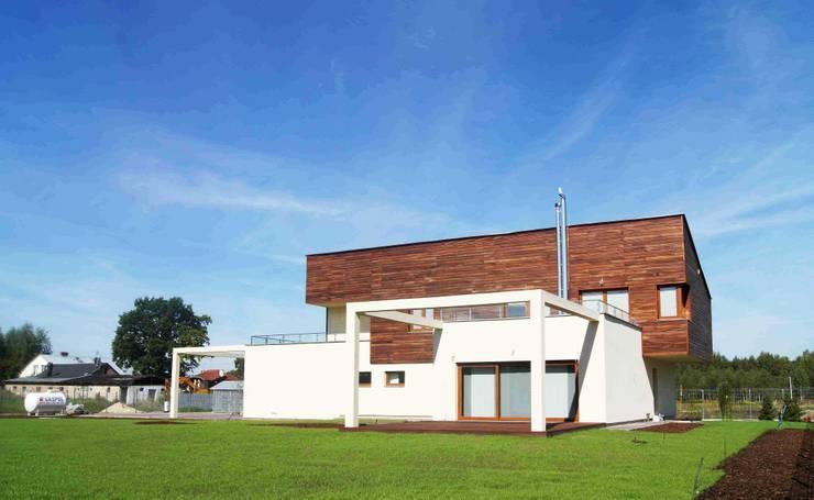 Dom Jednorodzinny PW bryła: styl , w kategorii Domy zaprojektowany przez Innebo