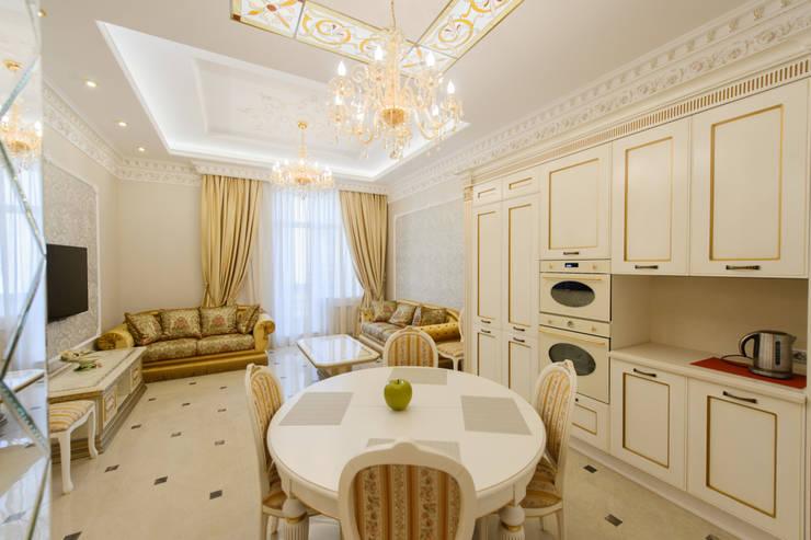 Интерьер квартиры: Гостиная в . Автор – Antica Style, Классический