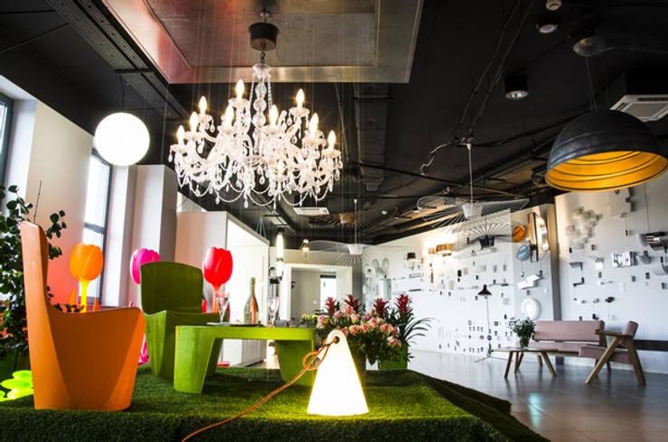salon LUMINOSFERA: styl , w kategorii Powierzchnie handlowe zaprojektowany przez Luminosfera