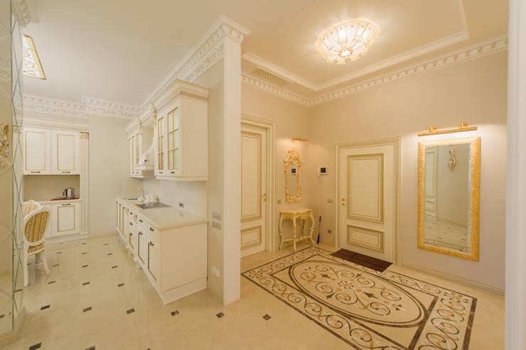 Интерьер квартиры: Коридор и прихожая в . Автор – Antica Style, Классический