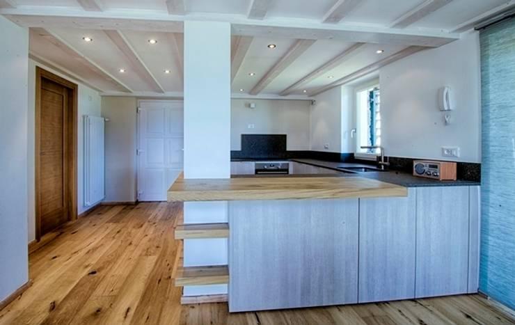 INTERNO 07 CUCINA: Cucina in stile in stile Eclettico di ARCHITETTO ALESSANDRO PASSARDI