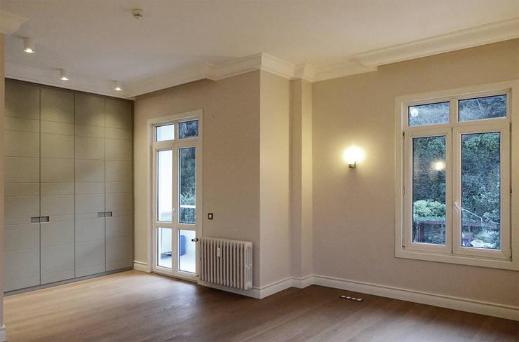 monoblok design & interiors – Tarabya B. Yali Project _ Bedroom 1:  tarz Yatak Odası
