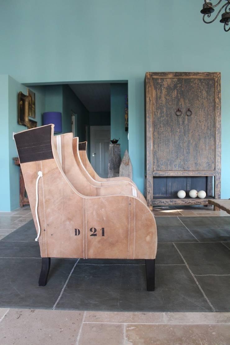 Koloniale villa in Curaçao: modern  door Alex Janmaat Interieurs & Kunst, Modern