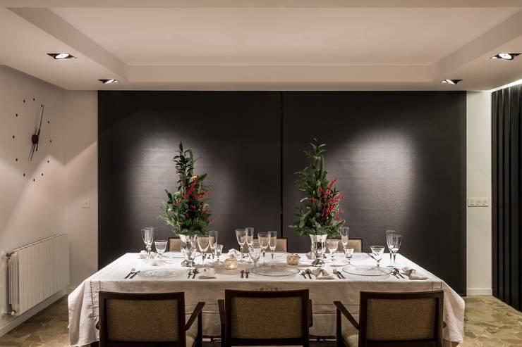 Cuidando hasta el último detalle en la decoración esta Navidad: Comedor de estilo  de Laura Yerpes Estudio de Interiorismo