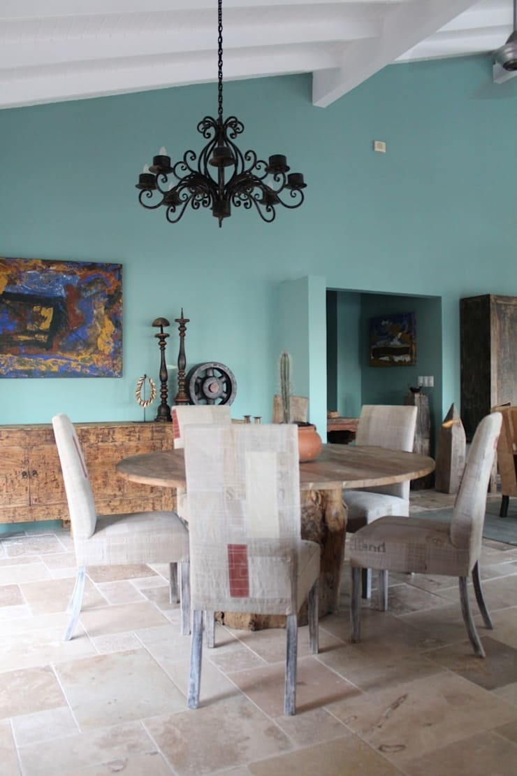 Koloniale villa in Curaçao:  Eetkamer door Alex Janmaat Interieurs & Kunst, Landelijk