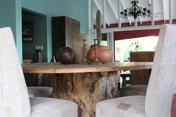 Koloniale villa in Curaçao:  Eetkamer door Alex Janmaat Interieurs & Kunst