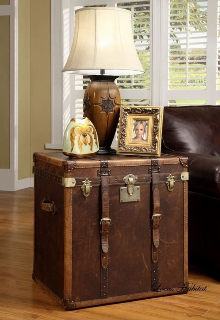 Classic Leather Storage Trunk:  Living room by Locus Habitat