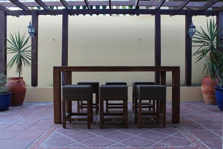 Koloniale villa in Curaçao:  Terras door Alex Janmaat Interieurs & Kunst