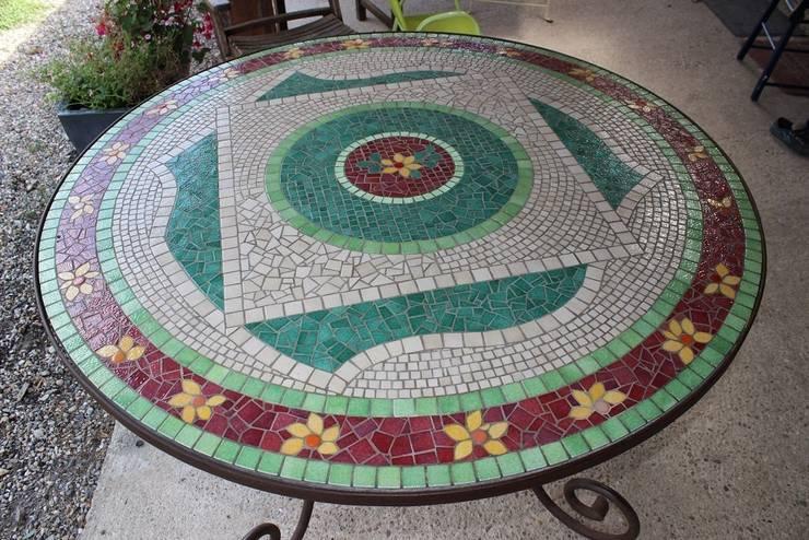 Table Mosaïque: Jardin de style de style eclectique par Mosa-Louisa