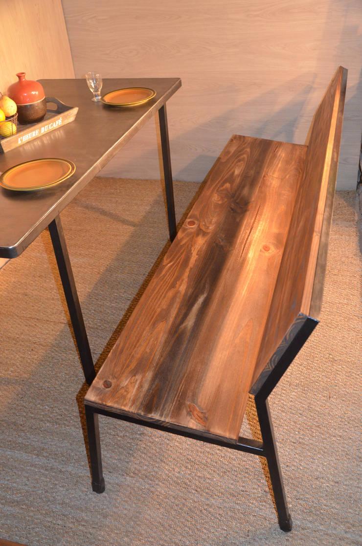 Banc industriel 4-5 personnes, par Hewel mobilier: Salle à manger de style  par Hewel mobilier