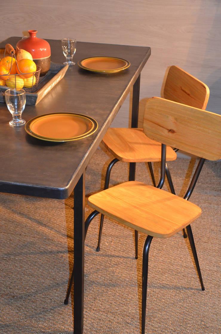 Chaises pieds compas, création Hewel mobilier: Salon de style  par Hewel mobilier