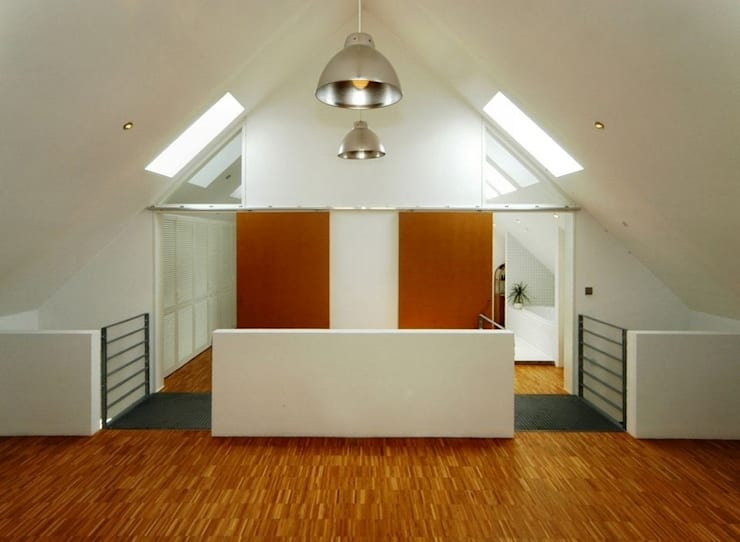 Pasillos y vestíbulos de estilo  por Architekten Lenzstrasse Dreizehn