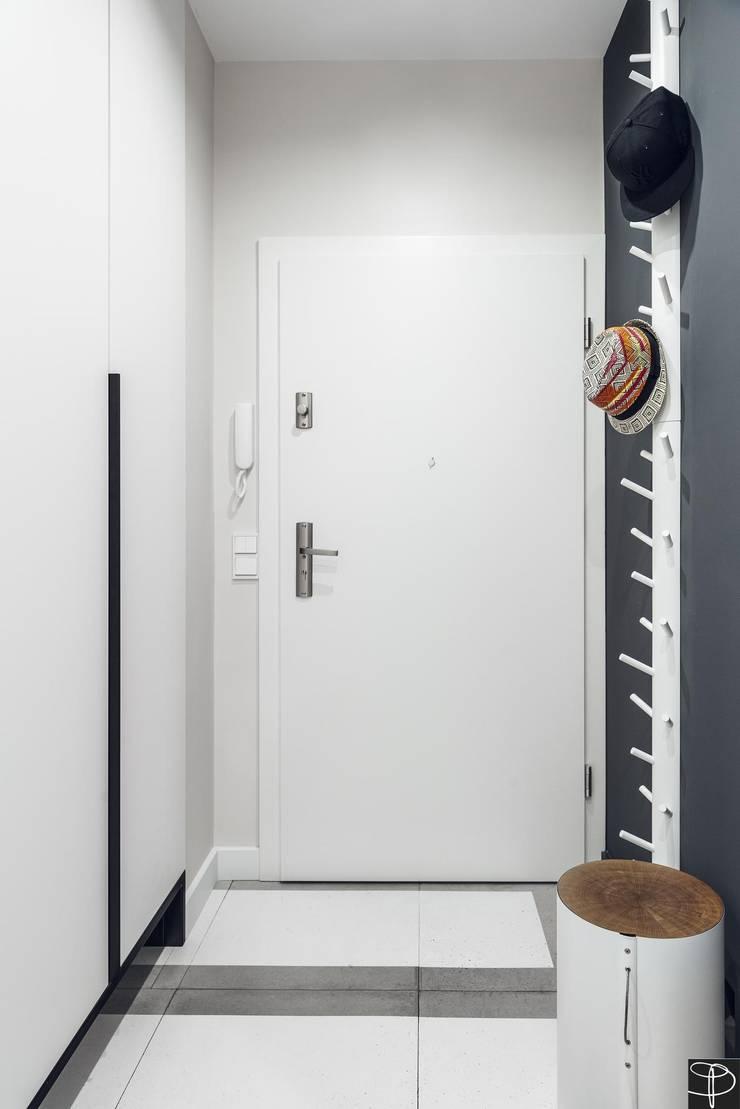 Wnętrze z Banksym: styl , w kategorii Korytarz, przedpokój zaprojektowany przez Studio Potorska