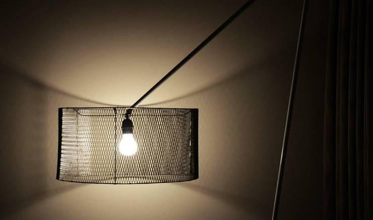 monoblok design & interiors – Mesh Lamp:  tarz İç Dekorasyon