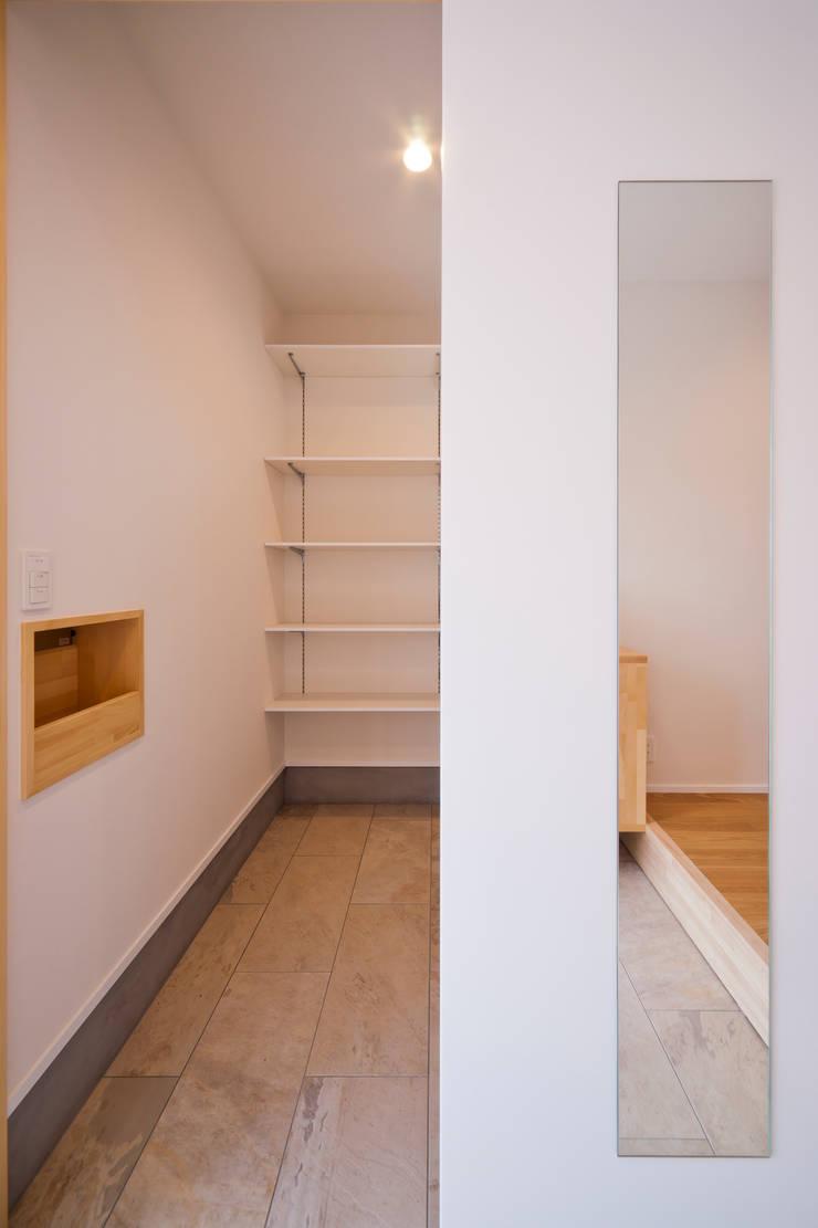 トトロ シューズクローク: キリコ設計事務所が手掛けた和室です。