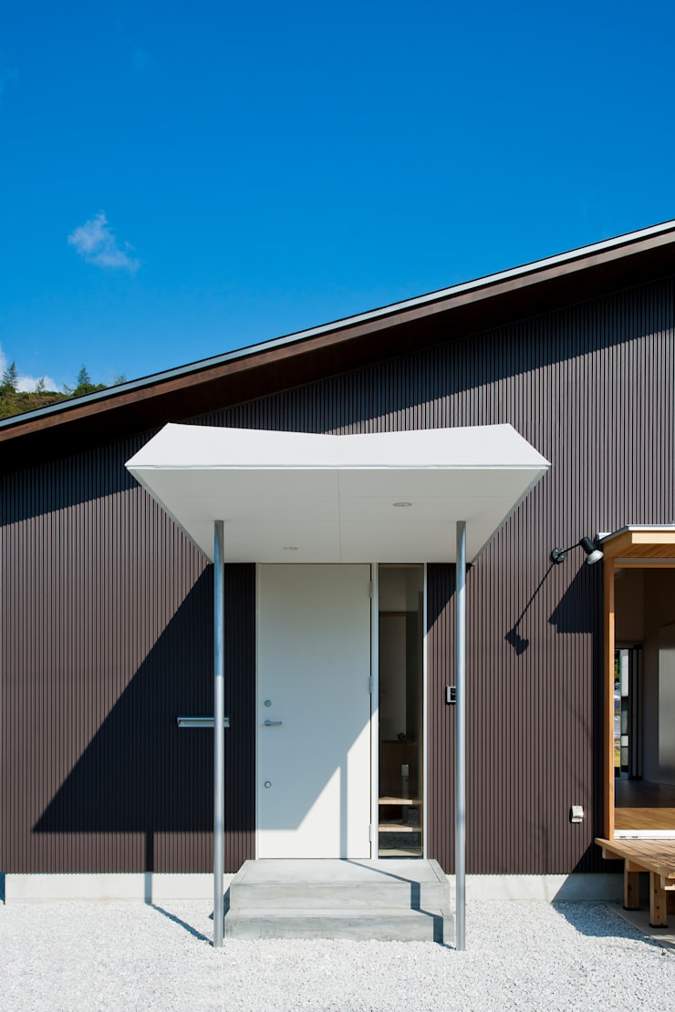 トトロ 玄関ポーチ: キリコ設計事務所が手掛けた家です。