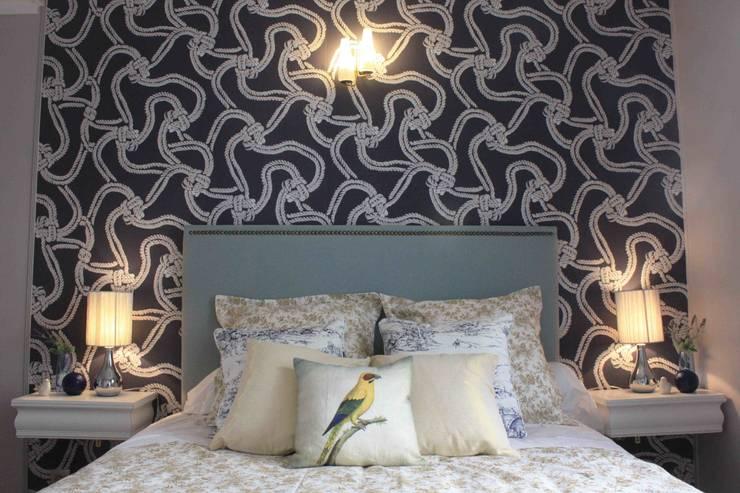Chambre: Chambre de style  par NUTS & Architects