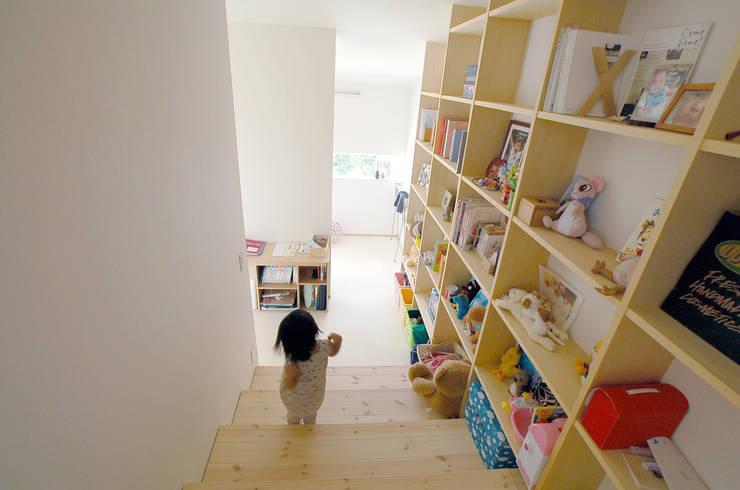 Dormitorios infantiles de estilo  de ARCHIXXX眞野サトル建築デザイン室, Ecléctico