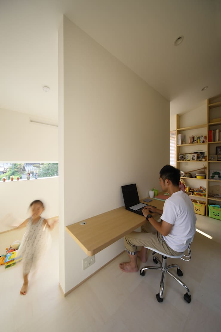 Escritórios e Espaços de trabalho  por ARCHIXXX眞野サトル建築デザイン室, Moderno