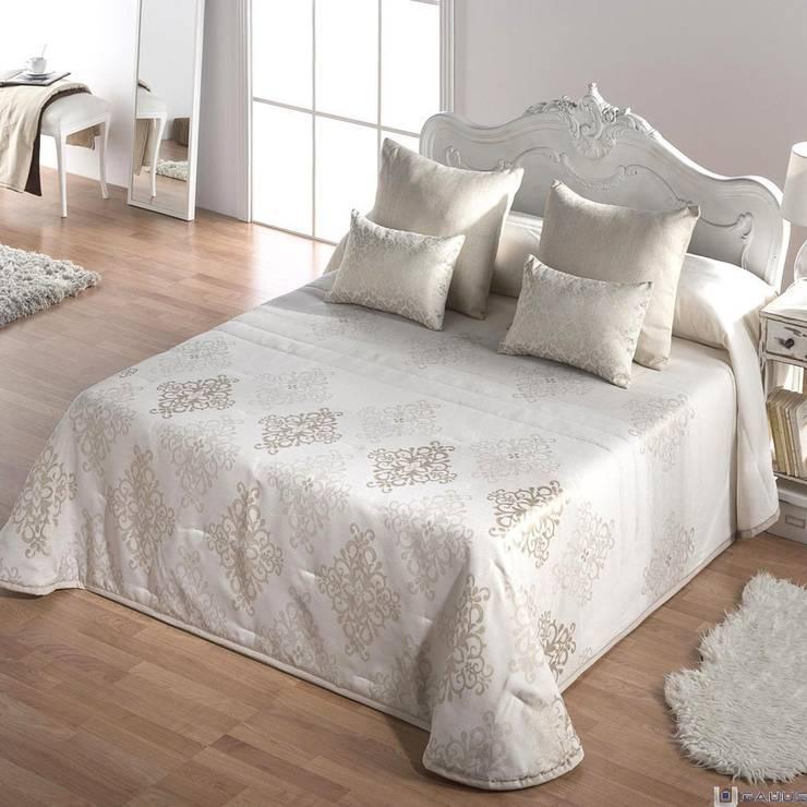 Colcha Bouti LUXURY JVR: Dormitorios de estilo clásico de Gauus.es