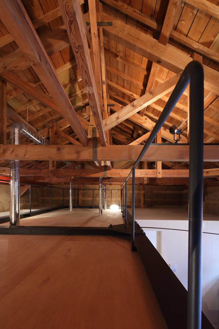 ロフト: ARCHIXXX眞野サトル建築デザイン室が手掛けた子供部屋です。,和風