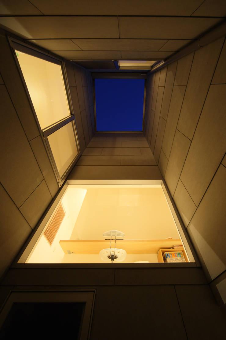 Jardins  por ARCHIXXX眞野サトル建築デザイン室, Moderno