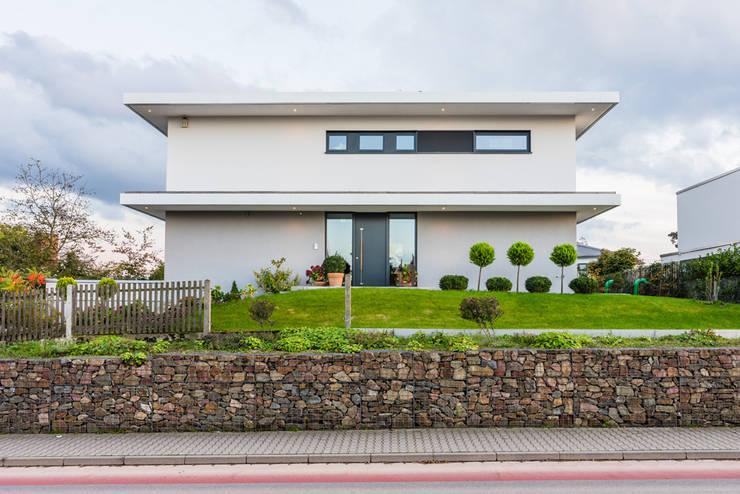 Nhà by Helwig Haus und Raum Planungs GmbH