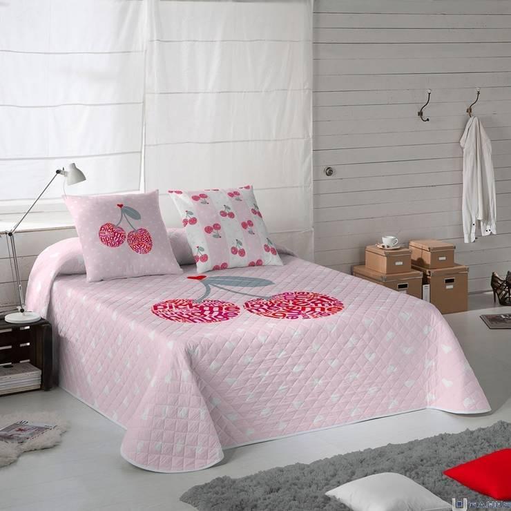 Colcha Bouti CHERRIES by DOMINIQUE VARI: Dormitorios de estilo moderno de Gauus.es