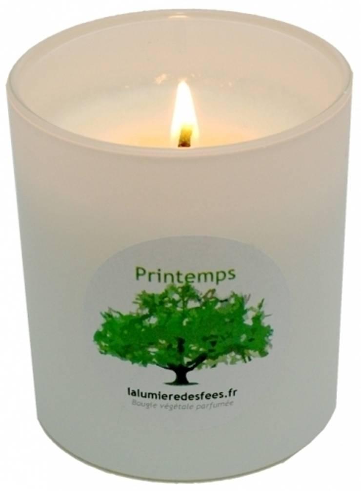 """Bougie parfumée """"lilas féérique"""" saison printemps: Maison de style  par La Lumière des Fées"""