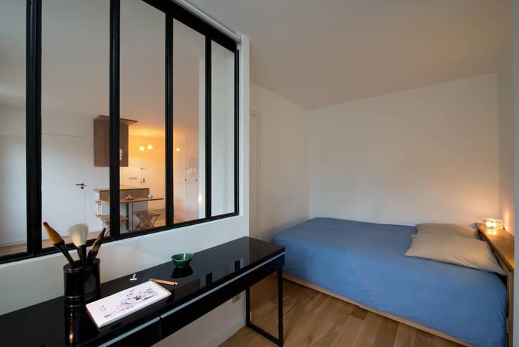 La chambre: Chambre de style  par MELANIE LALLEMAND ARCHITECTURES