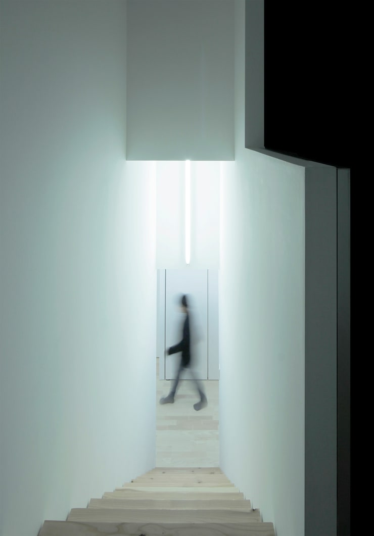 House for Installation: Jun Murata       JAMが手掛けた廊下 & 玄関です。