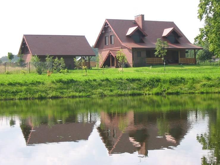 Dom na wsi: styl , w kategorii Domy zaprojektowany przez Piekarek Projekt-Paweł Piekarek