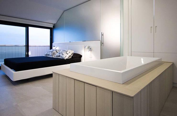 Dormitorios de estilo  por Chiralt Arquitectos