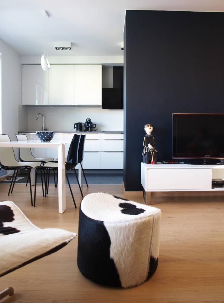 Apartament w Szczecinie: styl , w kategorii Kuchnia zaprojektowany przez 4Q DEKTON Pracownia Architektoniczna