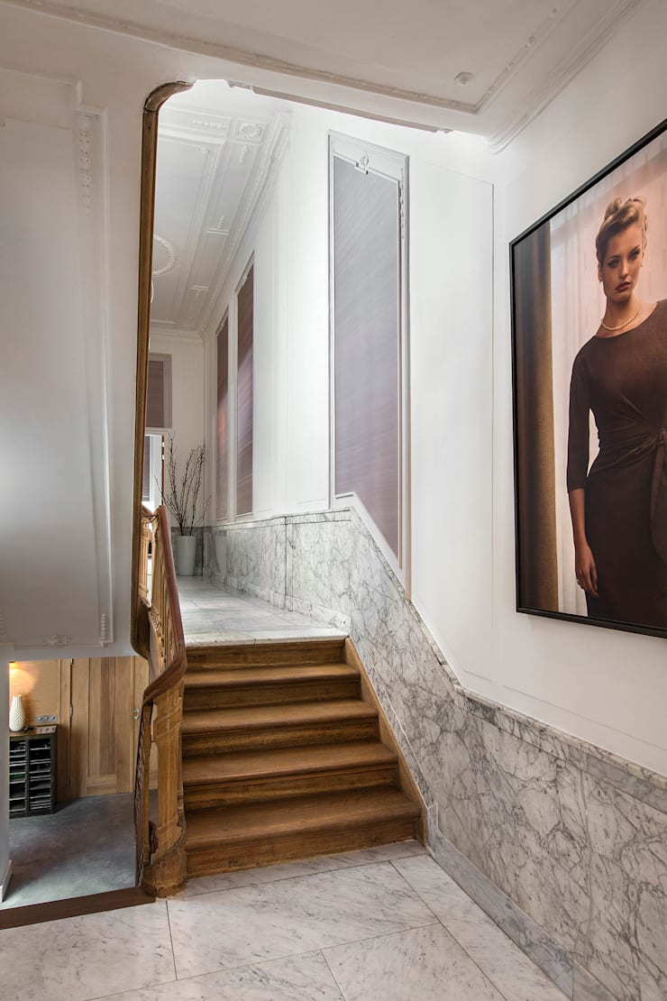 Modern en monumentaal wonen aan de gracht:  Gang en hal door Studio RUIM, Modern