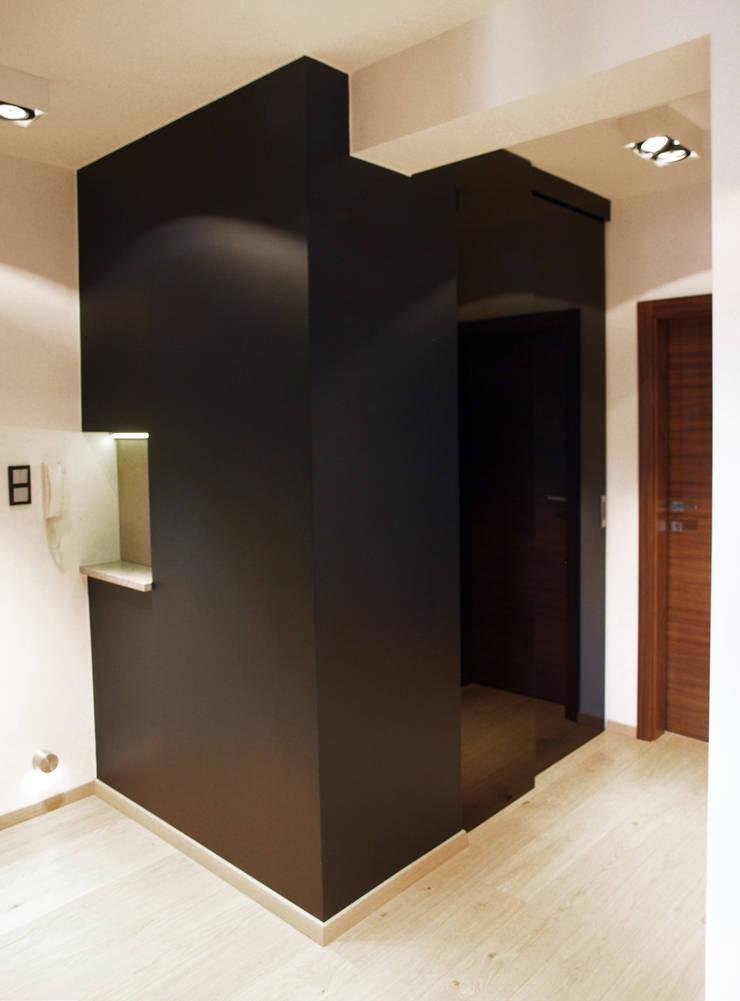 Apartament w Szczecinie: styl , w kategorii Korytarz, przedpokój zaprojektowany przez 4Q DEKTON Pracownia Architektoniczna