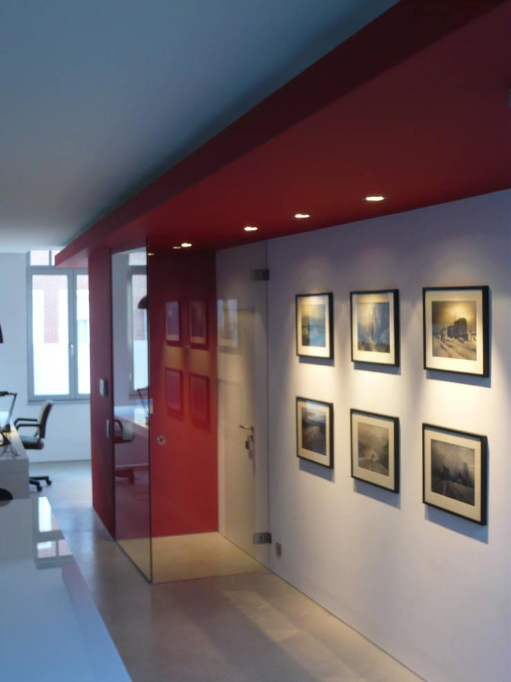Sas d'entrée: Salle à manger de style  par Atelier d'architecture François Misonne