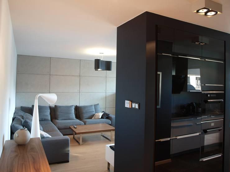 Apartament w Szczecinie: styl , w kategorii Salon zaprojektowany przez 4Q DEKTON Pracownia Architektoniczna