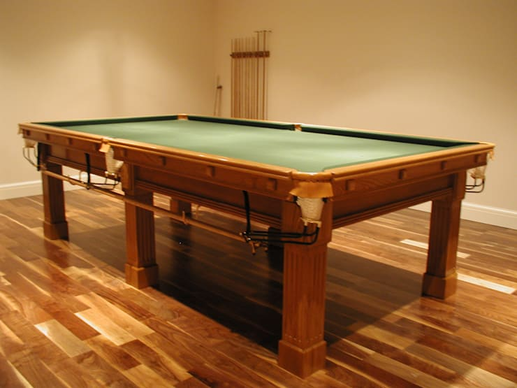 9 ft Fabio Snooker/Pool Table in oak with green cloth.:  Dining room by HAMILTON BILLIARDS & GAMES CO LTD